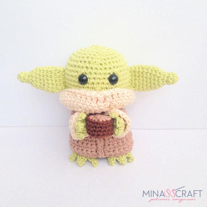 FREE AMIGURUMI PATTERN: Star Wars Yoda   Star wars crochet ...   720x720